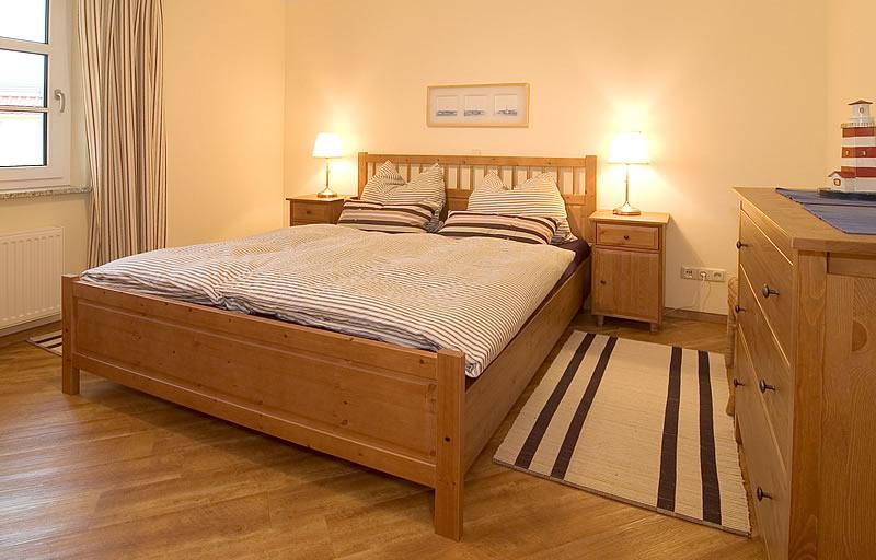 3-zimmer-ferienwohnung 'orange' Eg - Haus Emily In Wustrow Schlafzimmer Orange