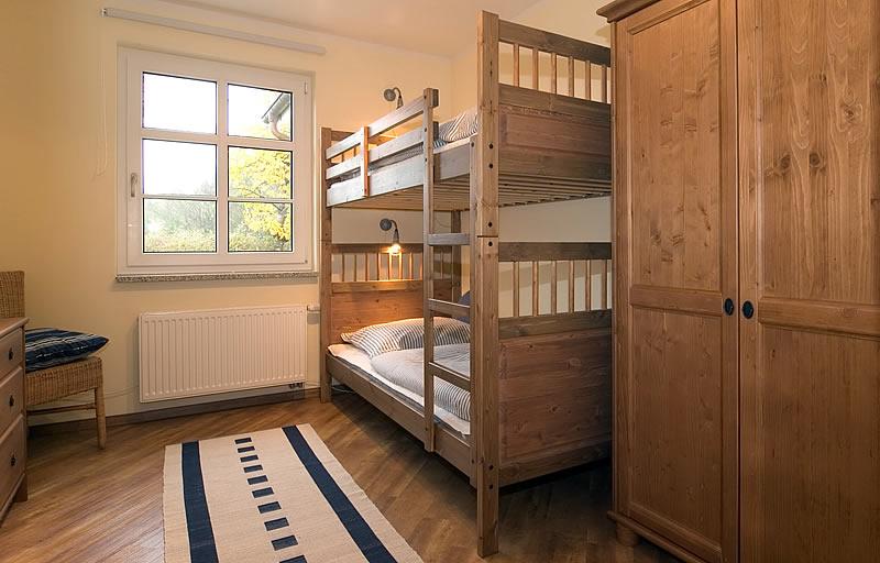 3 zimmer ferienwohnung 39 orange 39 eg haus emily in wustrow for Kinderzimmer emily